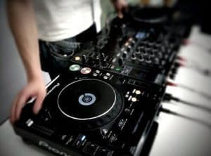 Read more about the article 7 DJ Tips for Beginners