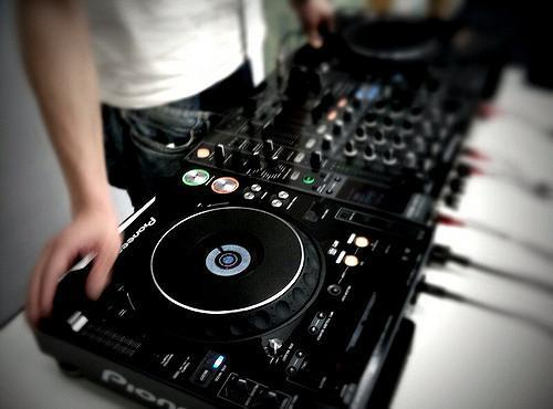 You are currently viewing 7 DJ Tips for Beginners