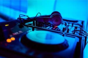 Read more about the article Free DJ Lessons: DJ Basics