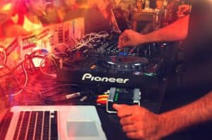 Read more about the article Free DJ Lessons #4 Intermediate DJ Techniques