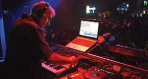 Read more about the article How to DJ With A MIDI Keyboard