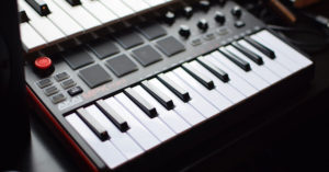Read more about the article Akai MPK Mini MK2 Review 2021