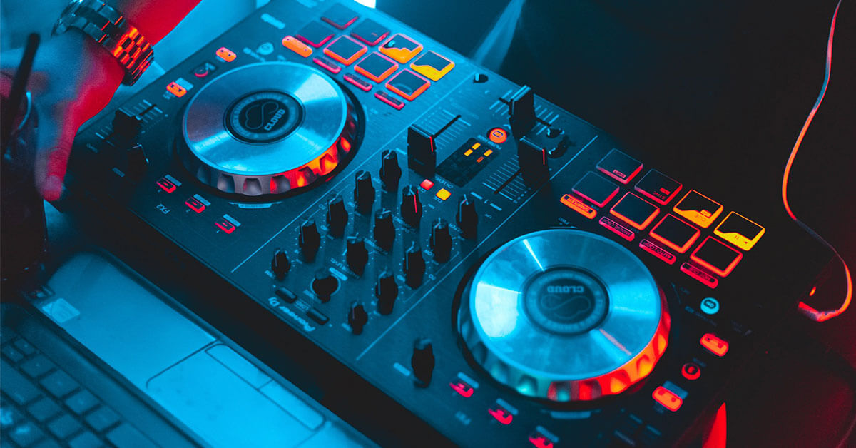 You are currently viewing Top 10 Best DJ Controller Reviews for 2021