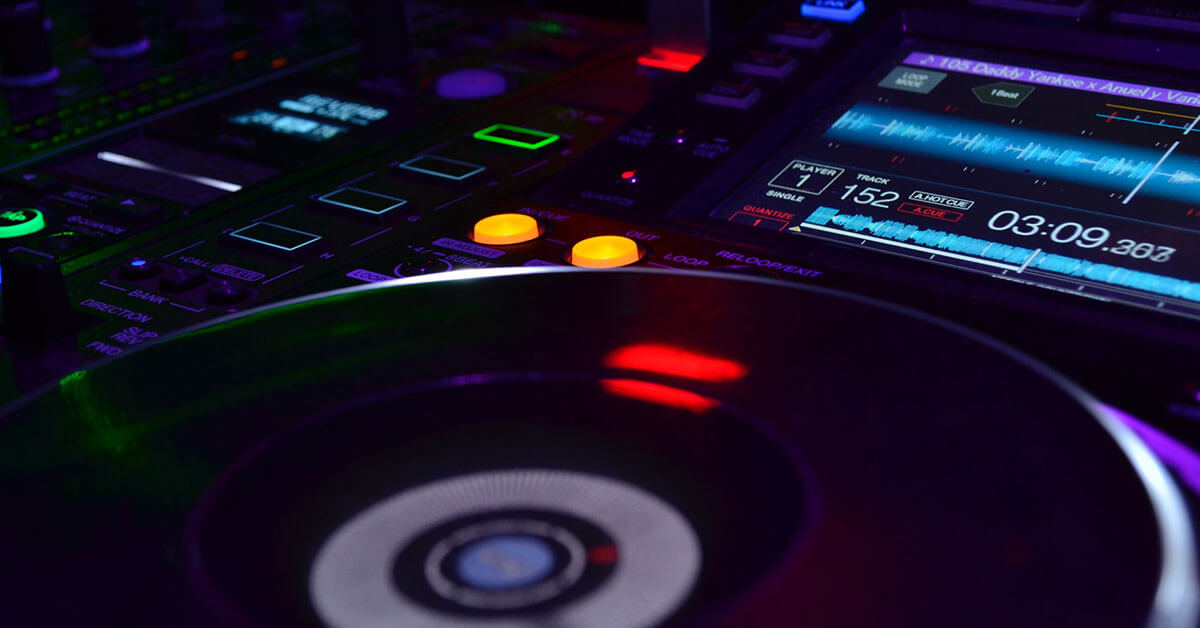 You are currently viewing Top 5 DJs and What Equipment They Use
